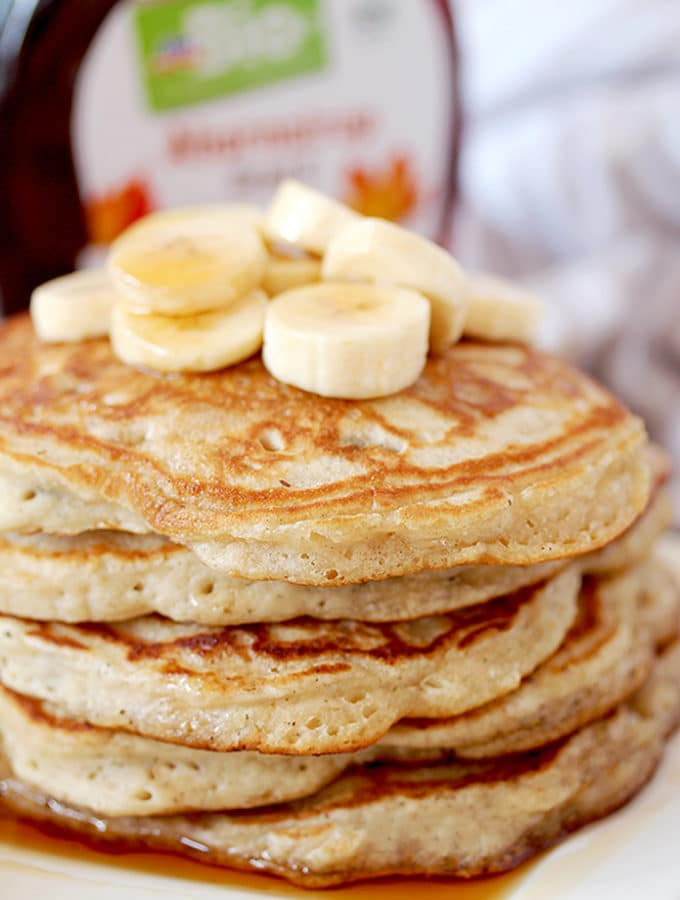 How to make perfect, homemade fluffy Banana Pancakes? It´s actually really quick and easy. For this recipe, you´ll need a couple of simple ingredients that can be found in every kitchen. Take some time to prepare a delicious breakfast and make your weekend complete.