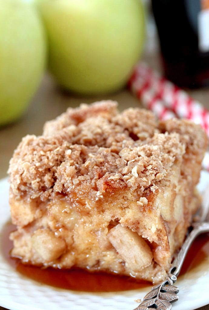 Apple French Toast Bake  this is a recipe for a delicious breakfast that is easy to prepare and is perfect for fall days.