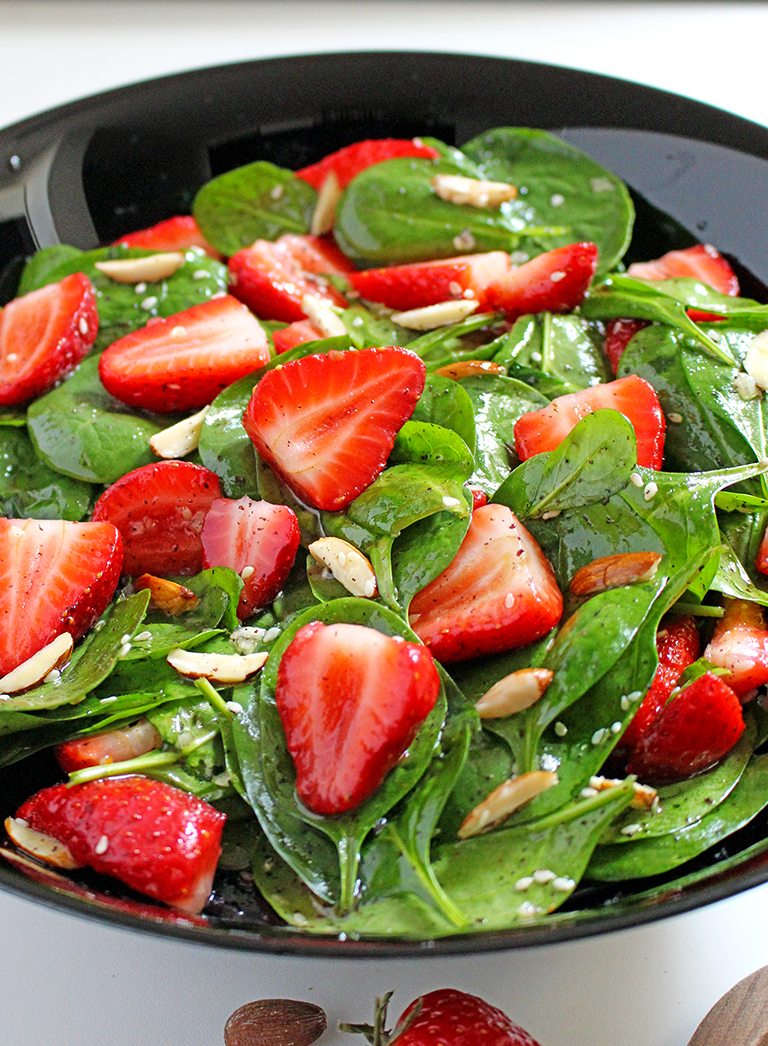 Quick and Easy Strawberry Spinach Almond Salad a great refreshing salad for these spring/summer days