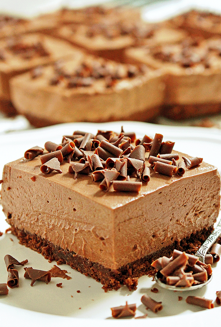 These creamy chocolate cheesecakes sprinkled with chocolate swirls create an amazingly delicious bar dessert – NO BAKE CHOCOLATE CHEESECAKE BARS!