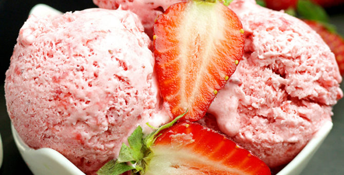 Easy Homemade Strawberry Ice Cream
