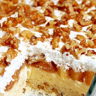 Layered Apple Lasagna Dessert is a perfect dessert. It's a pleasant surprise for my family and me. The apple season is coming and I'm sooooo happy about it, because I love apple desserts. Apple and cinnamon combination is one of my favorite ♥