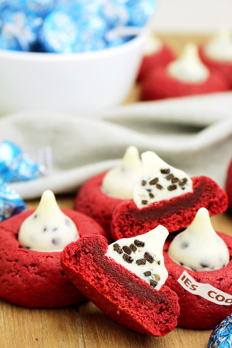 This is a recipe for cookies ideal for the holidays to come, like Christmas, New Year's Eve or Valentine's Day.