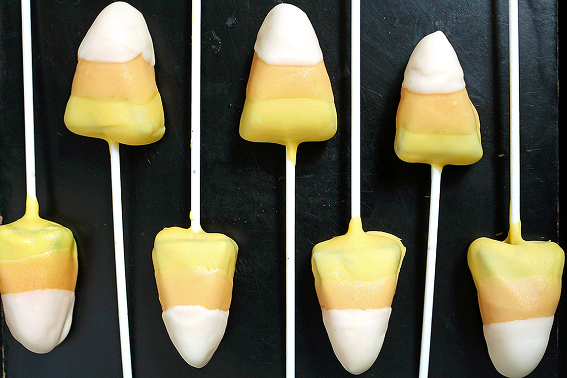 This is my recipe for Halloween. Only three ingredients are enough to make Halloween Candy Corn Oreo Pops. Super easy, no bake recipe. Are you ready for the Halloween party?