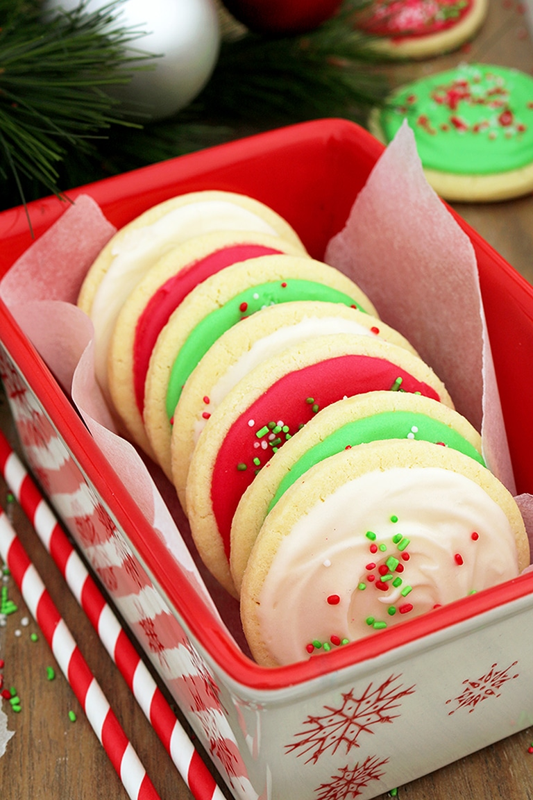 Christmas Sugar Cookies with Cream Cheese Frosting are perfect for the upcoming holiday – Christmas, especially for those who like sugar cookies on their Christmas plates.