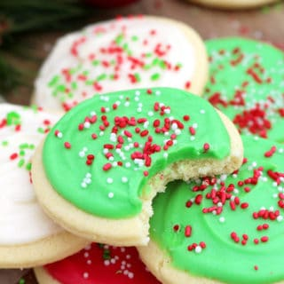Christmas Sugar Cookies with Cream Cheese Frosting are perfect for the upcoming holiday – Christmas, especially for those who like sugar cookies on their Christmas plates. ♥