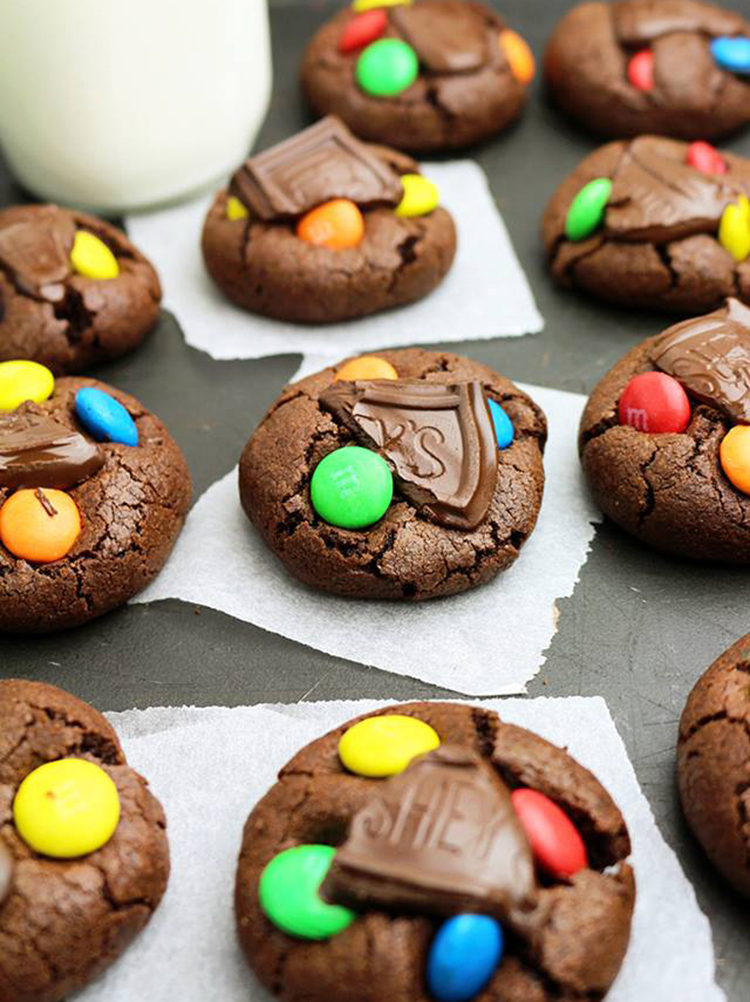 M&M's Hershey's Chocolate Cookies – super quick cookies for all chocolate, M&M and cookie fans.