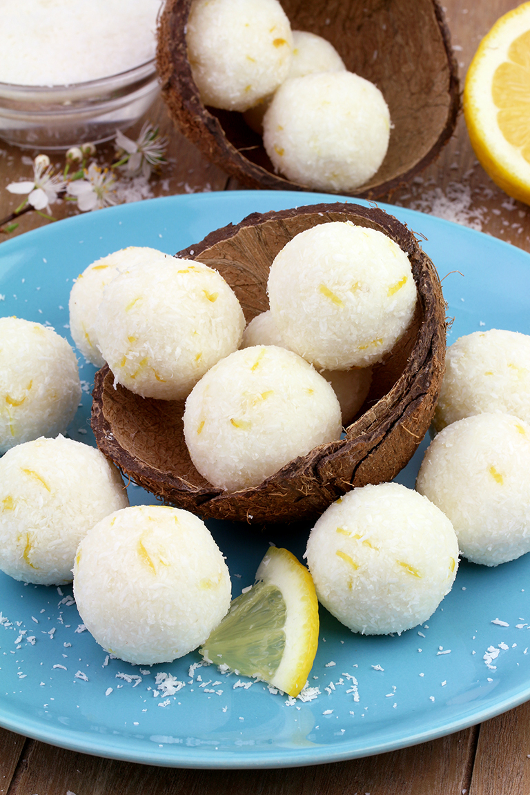 These Coconut Lemon Protein Bliss Balls are very healthy, easy to prepare and so delicious. Do you like coconut? How about lemon? I love this combination 