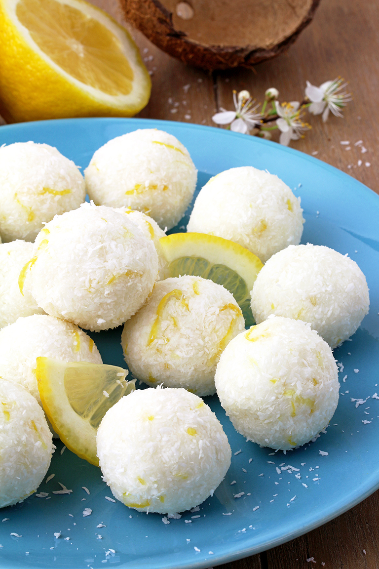 These Coconut Lemon Protein Bliss Balls are very healthy, easy to prepare and so delicious. Do you like coconut? How about lemon? I love this combination 🙂