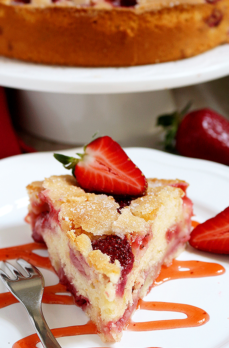 Fresh Strawberry Cream Cheese Cake is definitely one of my favorite cakes and it has a special place in my cookbook. There is a special place for a special cake ♥