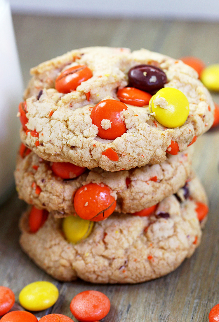 Reese's Pieces Cookies - crunchy outside, soft inside - perfect fall cookies in Halloween colors.