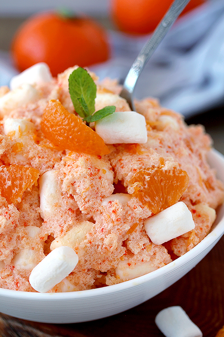 Creamsicle Orange Cheesecake Fluff Salad – this refreshing quick and easy salad is one of my favorite desserts. Cream cheese, Greek yogurt, orange juice and cool whip make this salad so creamy. Marshmallow melts in your mouth and tangerines make it refreshing.
