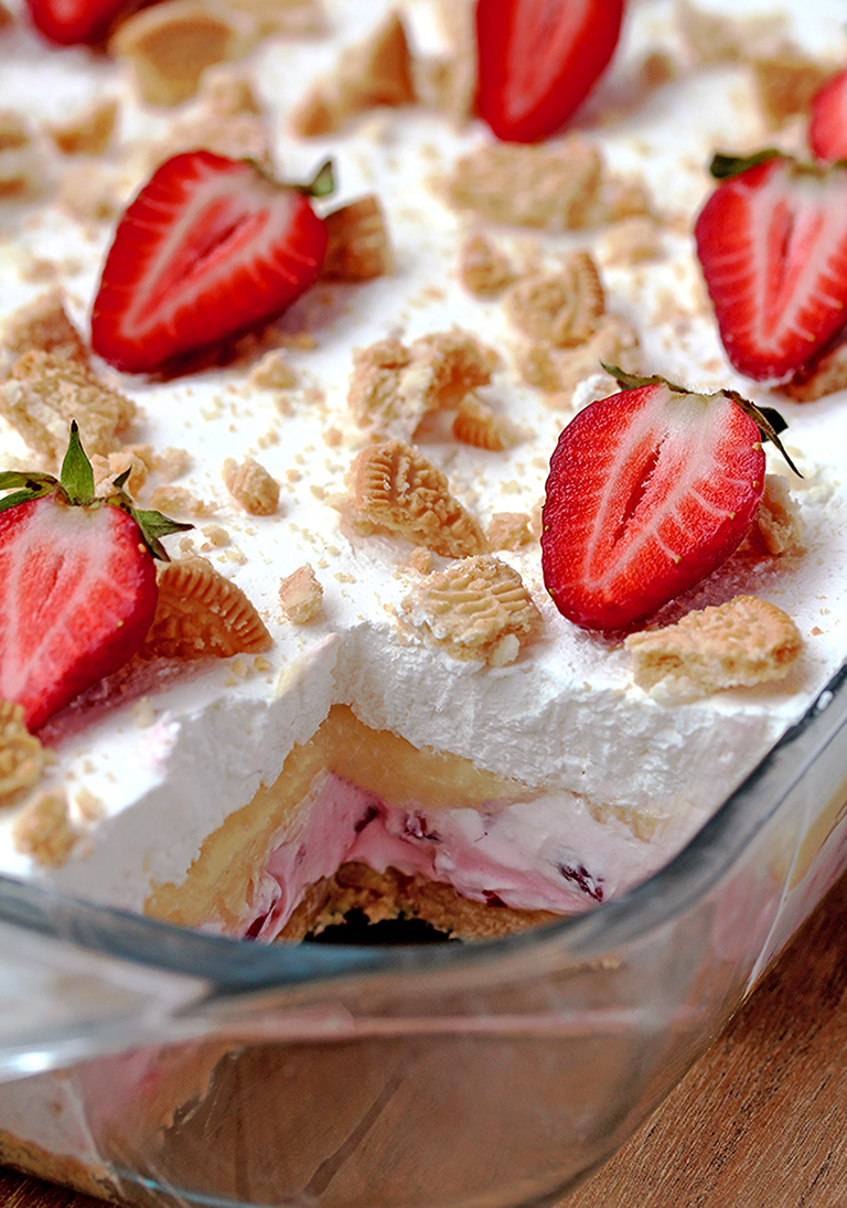 No Bake Strawberry Lush – is a layered dessert with golden Oreo crust and creamy layers of strawberry cheesecake and vanilla pudding, topped with whipped cream, crushed golden Oreos and strawberries.