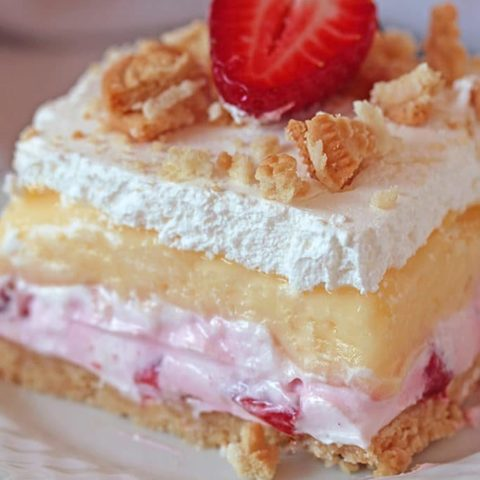 No Bake Strawberry Lush – is a layered dessert with golden Oreo crust and creamy layers of strawberry cheesecake and vanilla pudding, topped with whipped cream, crushed golden Oreos and strawberries. Its taste is just divine.