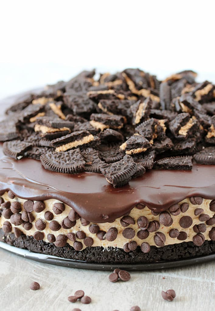 This No Bake Peanut Butter Oreo Cheesecake is a delicious dessert with peanut butter Oreo crust and peanut butter cheesecake filling, topped with chocolate ganache and crushed Oreos