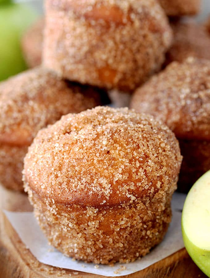 Cinnamon Sugar Apple Muffins – soft muffins full of juicy apples, coated in brown sugar and cinnamon, make a perfect breakfast. It´s a right recipe at a right time – ideal for apple season.