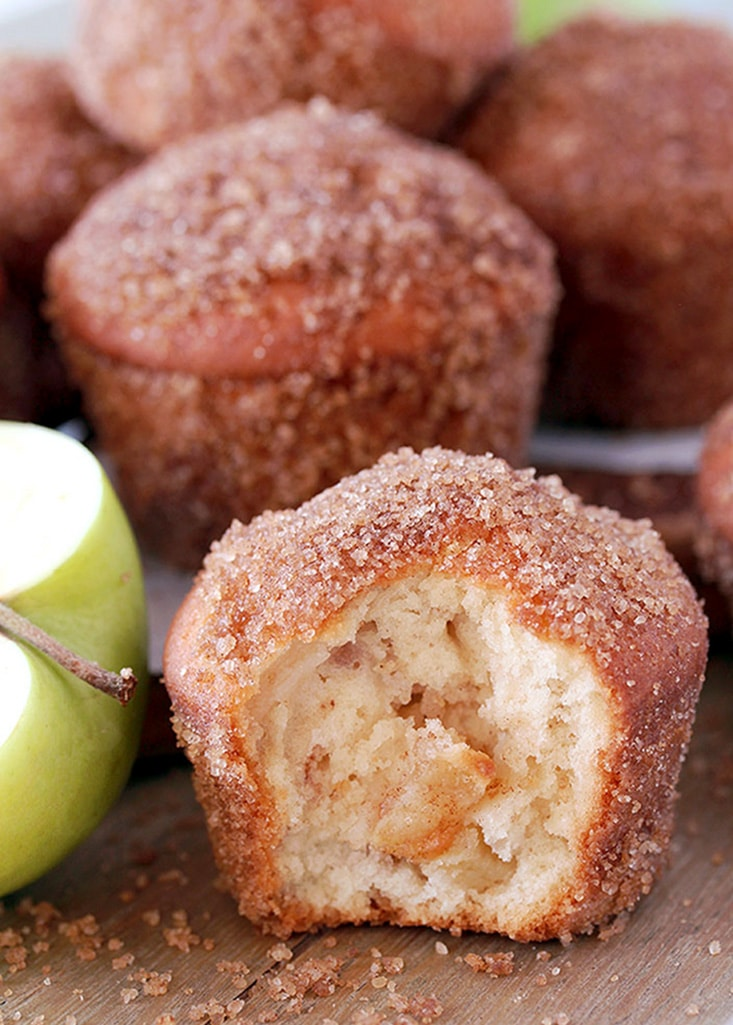 Cinnamon Sugar Apple Muffins – soft muffins full of juicy apples, coated in brown sugar and cinnamon, make a perfect breakfast. It´s a right recipe at a right time – ideal for apple season