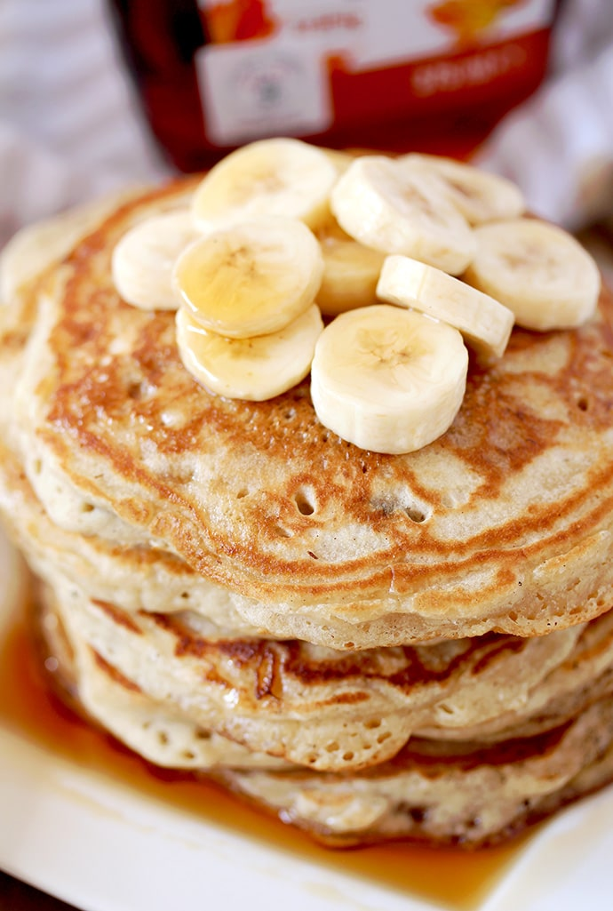 How to make perfect, homemade fluffy Banana Pancakes? It´s actually really quick and easy. For this recipe, you´ll need a couple of simple ingredients that can be found in every kitchen. Take some time to prepare a delicious breakfast and make your weekend complete