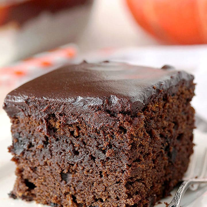 Easy Chocolate Pumpkin Cake With Chocolate Ganache – this extra moist chocolate, pumpkin cake, topped with chocolate ganache is a perfect fall treat.