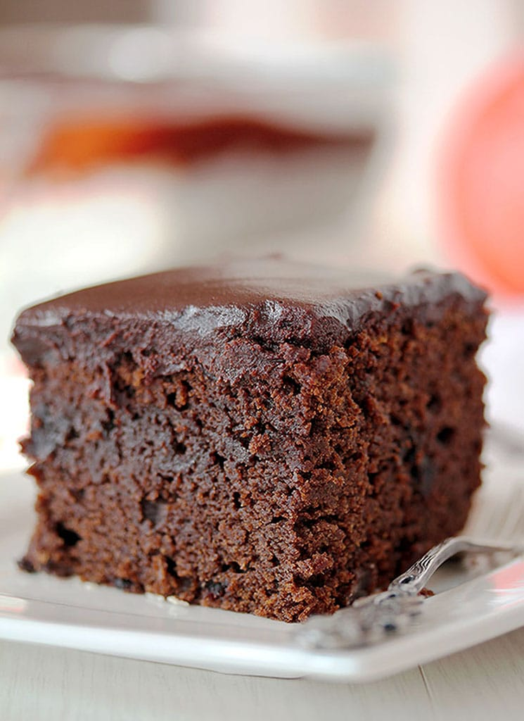 Easy Chocolate Pumpkin Cake With Chocolate Ganache – this extra moist chocolate, pumpkin cake, topped with chocolate ganache is a perfect fall treat.