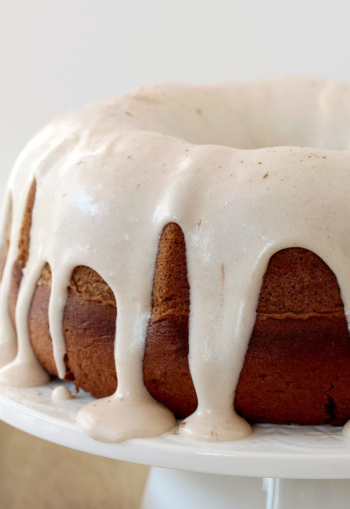 Pumpkin Bundt Cake with Cinnamon Cream Cheese Frosting is the recipe for delicious and easy, moist and spicy pumpkin cake – perfect for Halloween, or any other occasion during the pumpkin season