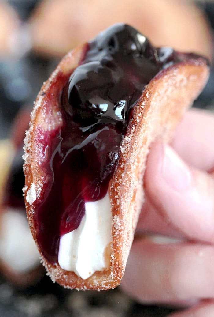 Blueberry Cheesecake Tacos – this is a recipe for very tasty dessert tacos. If you ask me, crunchy tortilla shells, filled with cheesecake filling and topped with homemade blueberry sauce make a perfect dessert.