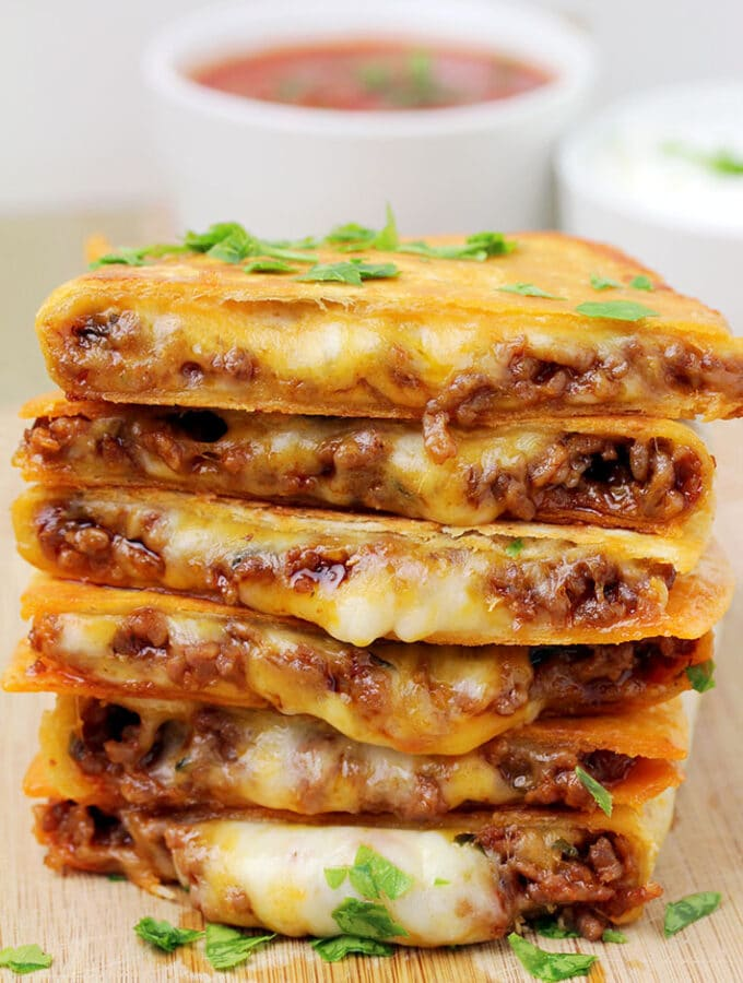 Easy Cheesy Ground Beef Quesadillas – you will love this easy dinner recipe, especially if you are a fan of Mexican comfort food. These tortillas filled with two types of melted cheese and juicy, ground beef filling, seasoned and cooked in a frying pan are so quick and easy to prepare and their taste is amazing.