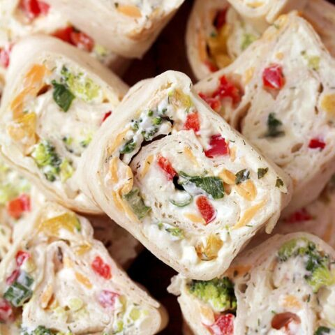 Vegetable Tortilla Roll Ups is a quick and easy starter and perfect party bites, made of tortillas filled with cream cheese, mayo, sour cream, spices, cheddar cheese, mozzarella and vegetables, rolled and sliced. These delicious bites that are perfect for every occasion will be loved by all those who prefer quick and easy recipes.